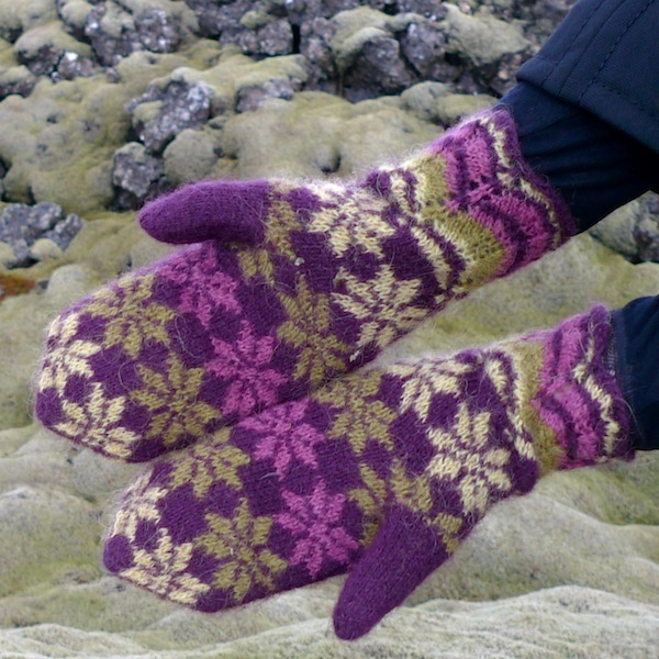 Rosir, traditional Icelandic mittens knitted with Gryla Icelandic yarn (2)