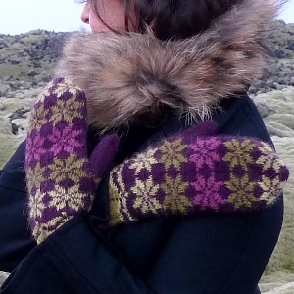 Rosir, traditional Icelandic mittens knitted with Gryla Icelandic yarn (6)