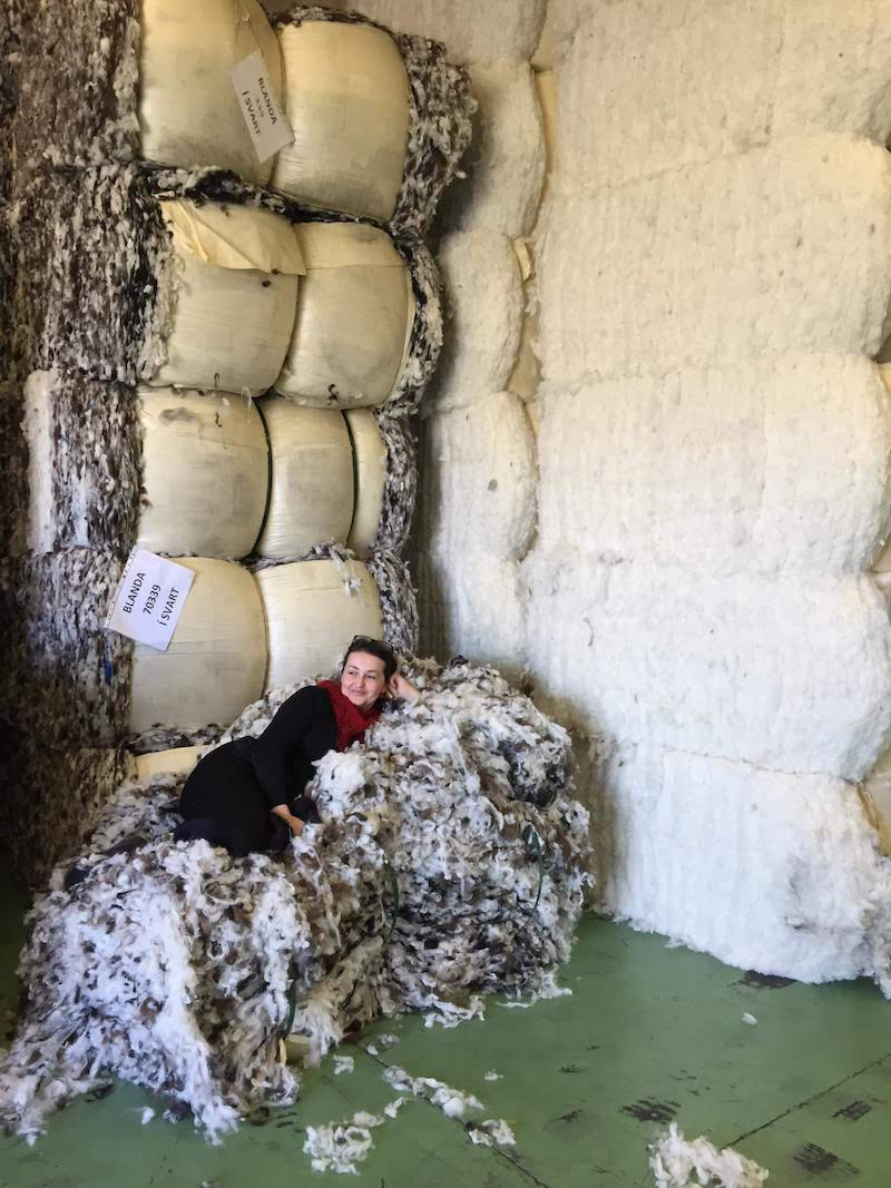 To give you an idea of what one ton of wool represents, it´s about 4 bales. It sounds already far less, doesn´t it? And it´s a drop compared to Ístex production!